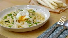 Pasta met asperges | Dagelijkse kost Vegetarian Recipes, Healthy Recipes, Healthy Food, Penne, Risotto, Foodies, Spaghetti, Food And Drink, Veggies
