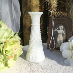 Milk Glass Vase, Cottage Chic, Shabby Chic Decor, Vintage Antiques, Centerpieces, Victorian, Trending Outfits, Wedding, Home Decor