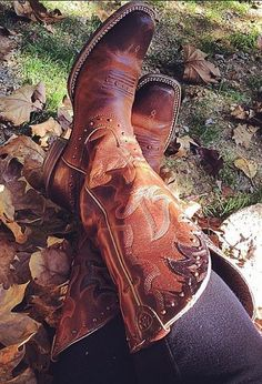 Ariat boots from Eagleages. #western #cowgirl #fashion At Eagle Ages we loves cowboy boots. You can find a great choice of second hands cowboy boots in our store https://eagleages.com/shoes/boots/women-boots/cowboy-boots.html