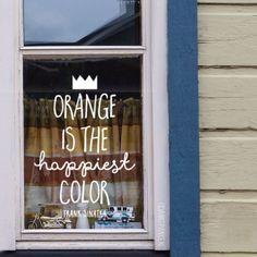 Op zoek naar een design voor een toffe raamtekening voor Koningsdag? Ik heb de 9 leukste raamtekeningen voor je opgezocht. En deze krijtstifttekeningen zijn ook nog eens makkelijk van de ramen af te wassen. Urban Sketching, Happy Colors, Chalkboard, Neon Signs, Orange, Ramen, Day, Window, Bullet Journal