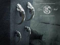 Kite talons. Large and small #graskull #skull #birdofprey #bird #foot #claws #kite #earrings #silver #jewellery #jewelry (view on Instagram http://ift.tt/2jaPFSF)