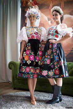 Pair of Slovak women in traditional folk dresses Ethnic Outfits, Ethnic Dress, Boho Dress, Ethnic Clothes, European Dress, Scandinavian Folk Art, Fairytale Fashion, Folk Costume, Ao Dai