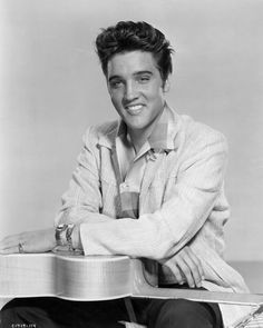 30 Pictures of Young Elvis Presley