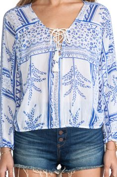 Leuk... Weekend Style, Peasant Blouse, College Outfits, Boho Tops, Shirt Blouses, Shirts, Cool Outfits, Blue And White, My Style