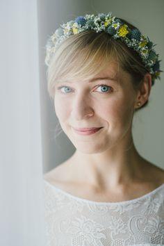 Haarkränzchen: drei blüten Fotografie: Hannah Gatzweiler Wedding Hair Inspiration, Wedding Hairstyles, Crown, Fashion, Crowns, Hair, Accessories, Dried Flowers, Mom