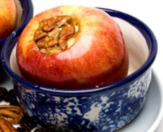 This recipe for Caramel Filled Baked Apples is one of those slow cooker dessert recipes that will make your whole house smell like fall! Make it to get in the spirit of the season, or cook it up for your Thanksgiving meal! Sugar Free Snacks, Sugar Free Diet, Sugar Free Desserts, Sugar Free Recipes, Köstliche Desserts, Raw Food Recipes, Delicious Desserts, Yummy Food, Sugar Diet