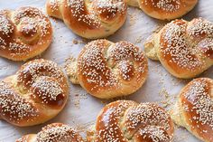 Apple Rose Pastry, Israeli Food, Israeli Recipes, Bread Baking, Bagel, Recipies, Food And Drink, Rolls, Cooking Recipes