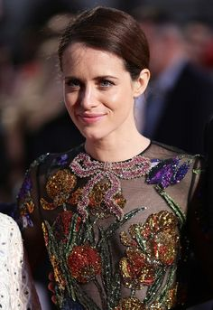Claire Foy Classic Bun - Claire Foy kept it simple with this side-parted bun at the European premiere of 'Breathe. The Crown Elizabeth, Clare Foy, The Crown Series, Royal National Theatre, Little Dorrit, Gamine Style, My Fair Lady, English Actresses, Velvet Tops