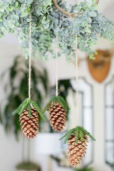 DIY Holiday Floral Chandelier with Artificial Pine Cones Bohemian Christmas, Rustic Christmas, Simple Christmas, Christmas Time, Primitive Christmas, Christmas Pine Cones, Christmas Wreaths, Christmas Crafts, Christmas Sled