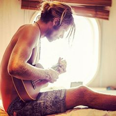 Via Billabongs girls, surfer, Ukelele