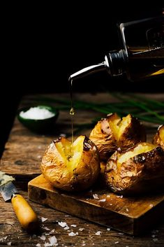 Crisp baked potatoes