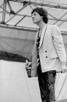 Mick Jagger by Mark Weiss 1978 Rock And Roll, Mick Jagger Rolling Stones, Rock Style Men, Rollin Stones, Like A Rolling Stone, Stone World, Rhythm And Blues, Keith Richards, Mens Fashion Suits