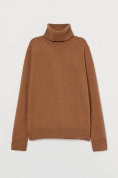 Long-sleeved, fine-knit sweater in soft cashmere. Turtleneck, twisted side seams, and ribbing at cuffs and hem. Comfortable Fashion, Comfortable Outfits, Fashion Company, Fashion Brand, Cool Coats, Cashmere Jumper, Dark Beige, Beige Sweater, Basic Outfits