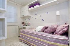 quarto branco e lilas