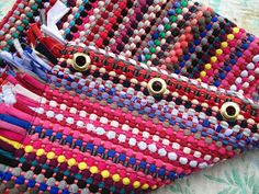 marymerche: alfombra = bolso Friendship Bracelets, Projects To Try, Diy Crafts, Crafty, Detail, Bags, Rugs, Fabrics, Totes