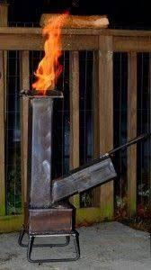 a cool design for big chimney rocket stove Wood Gas Stove, Diy Wood Stove, Wood Stove Cooking, Pellet Stove, Stove Oven, Wood Burner, Rocket Stove Design, Diy Rocket Stove, Rocket Mass Heater