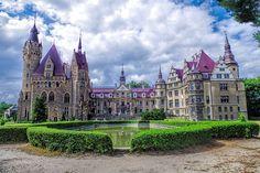 Pałac w Mosznej (niem. Schloß Moschen. Die Residenz der Thiele-Winckler) - Moszna Castle