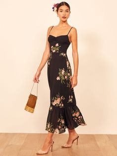 Reformation For The Real Life Dresses Of Your Dreams! - We Select Dresses Casual Dress Outfits, Dressy Dresses, Lovely Dresses, Casual Dresses For Women, Summer Outfits, Summer Dresses, Floral Dresses, Date Night Dresses, Evening Dresses