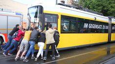 Die Berliner Feuerwehr hat am Montagabend für zwei Stunden den Ausnahmezustand ausgerufen. Insgesamt gab es 40 Einsätze.