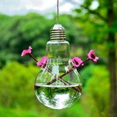 Vase en forme d'ampoule à suspendre