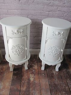 NEW Pair of White Shabby Chic Round Bedside Tables Cabinets Cupboard Drawer 081 Shabby Chic Dressing Table, Round Stool, Living Room Furniture Layout, Cupboard Drawers, Crystal Knobs, Bedside Tables, Wood Colors, Boho Decor, Cabinets