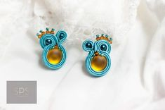 Earrings don't have to be huge to catch attention - yellow and light blue with modest sparkles soutache beunique earings handmadejewelry sujtas egyediekszer spsjewelrydesign Soutache Earrings, Suzy, Sparkles, Light Blue, Handmade Jewelry, Jewelry Design, Yellow, Unique, Instagram Posts