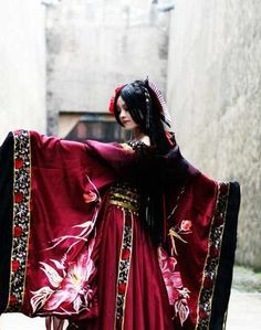 Ancient Chinese Empress Costumes. I want one of these please.