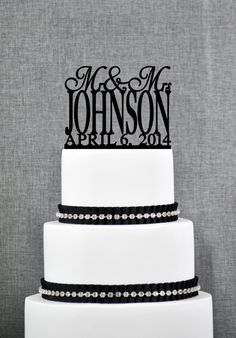 Traditional Last Name Wedding Cake Toppers with Date, Personalized Wedding Cake Topper, Custom Mr and Mrs Wedding Cake Toppers - S004