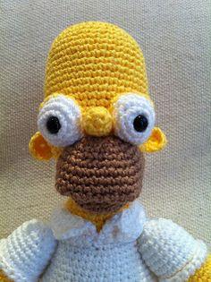 Meu primeiro Homer Simpson !!! (30cm de altura) Deu trabalho mas ficou bem legal!!! Adorei o resultado final! Acabando as enco...