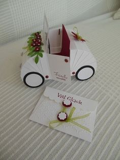 With this paper wedding car you are exactly on the right side. With this paper wedding car you are exactly on the right side. As a congratulatory gift for the wedding, you will bring . 3d Paper Projects, Paper Crafts, Wedding Cards, Wedding Gifts, Exploding Boxes, Explosion Box, Pop Up Cards, Stamping Up, Anniversary Cards