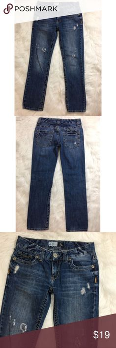 """Aeropostale Kylie Boyfriend Distressed Jeans Size 0  Waist is 28""""  Rise is 8""""  Inseam is 27 1/2""""  Cuff opening is 6 3/4"""" Excellent condition  Thanks for stopping by and please check out my other listings! Aeropostale Jeans Boyfriend"""