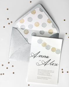 Lampiongirlande - Hier finden Sie tausend Inspirationen für Ihre Hochzeitspapeterie: Save-the-Date, Einladungskarten, Kirchenhefte, Danksagungen, Who-is-Who