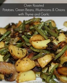Oven-baked potatoes, green beans, mushrooms and onions with thyme and garlic . - Oven-baked potatoes, green beans, mushrooms and onions with thyme and garlic - Potato Dishes, Veggie Dishes, Veggie Food, Healthy Vegetable Side Dishes, Healthy Dinner Sides, Vegetarian Side Dishes, Vegetarian Recipes, Cooking Recipes, Healthy Recipes