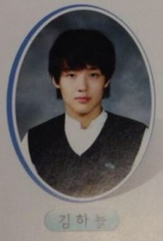 Fans Are Loving These High School Grad Photos of the 'Scarlet Heart: Ryeo'… Kang Ha Neul Smile, Hong Jong Hyun, Kang Haneul, High School Photos, Lee Bo Young, Student Photo, Yearbook Photos, Scarlet Heart, Moon Lovers