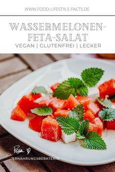 Sommer ist, wenn Wassermelone auf veganen Feta-Käse trifft! Ich liebe dieses einfach und zudem super schnelle Rezept, das Dich zusätzlich zu vielen Vitaminen auch mit ausreichend Flüssigkeit an heißen Sommertagen versorgt! Feta Salat, Super, Strawberry, Fruit, Food, Watermelon, Lettuce Recipes, Fast Recipes, Glutenfree
