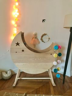 Berceau Lune à bascule Copyright Crème anglaise Made in France avec amour. Copyright, Wood, Baby, Handmade, Furniture, Custard, Bassinet, Seesaw, Moon