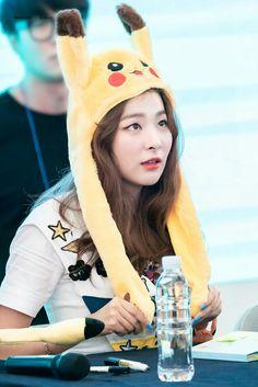she checking it out Kpop Girl Groups, Korean Girl Groups, Kpop Girls, Good Girl, Red Velvet Seulgi, Red Velvet Irene, Park Sooyoung, Asian Music Awards, Ulzzang