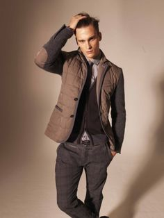 Contrasting details jacket, Men's Fall Winter Fashion. Lovin' these quilted jackets with contrast sleeves and bindings