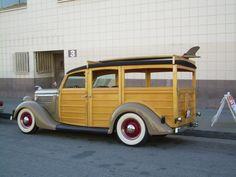 Oh my, its like sex on wheels... damn thats a nice woody surf wagon