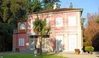 Aan Lago Maggiore staat deze 'kleine' villa met 18 kamers, allemaal super ingericht. Beetje teveel van het goede, maar dat mag ook wel voor een villa uit 1900 die uit de heritage van de Bonapartes komt. Over de top luxe.