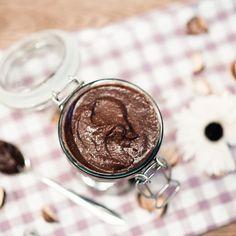 Homemade healthy raw nutella the Veganista Raw Food Recipes, Gluten Free Recipes, Healthy Recipes, Healthy Food, Nutella, Munnar, Lchf, Cocoa, Nom Nom