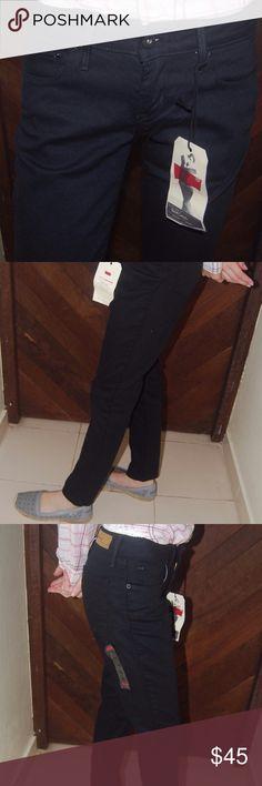 "Womens Levis Bold Curve Skinny Jeans Size 0S - 25 Womens Levis Bold Curve Jeans  * Skinny Jeans * Size 0S - 25 * Inseam S: Approximately 30"" * Black * Modern Rise * MSRP $64.99 Levi's Jeans Skinny"
