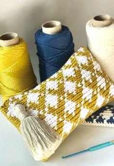 Crochet Clutch, Crochet Purses, Knit Crochet, Tapestry Bag, Tapestry Weaving, Tapestry Crochet Patterns, Crocheted Bags, Knit Pillow, Weaving Art