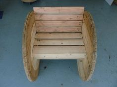 Tower chair Source by audreycedrik Modern Outdoor Chairs, Outdoor Furniture, Outdoor Decor, Spool Crafts, Wood Projects That Sell, Palette Diy, Wooden Spools, Shabby, Bench