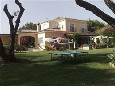 4 Bedroom holiday villa rental in Sotogrande    This spacious villa is perfect for a family is within a short drive to local shops and the ports of sotogrande,estepona,puerto banus and marbella. Below you will see some photos, prices, a calendar and a description of the property.