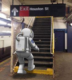 Ele aproveita o seu trajeto diário para desenhar monstros bizarros ao lado de passageiros desavisados do metrô.