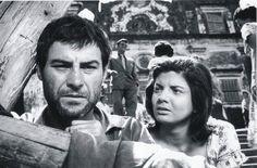"""Leonardo Vilar e Gloria Menezes em cena de """"O Pagador de Promessas"""" (1962)."""