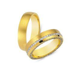 Μοναδικές βέρες γάμου CHRILIA 49 σε ματ φινίρισμα με κλασική παραλλαγή στην ανδρική και 2 πρωτότυπα σειρέ διαμάντια στη γυναικεία   ΤΣΑΛΔΑΡΗΣ #βερες #γάμου #wedding #rings
