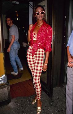 The Best Fashion Moments To Inspire celebrity style inspo: Naomi Campbell 1990s Fashion Trends, Fashion Guys, Nineties Fashion, 90s Fashion Grunge, Fashion Models, Fashion Outfits, 90s Grunge, Celebrities Fashion, Runway Fashion