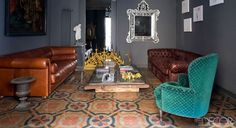 Venetian mirror/auction find, just like ours! A SOJOURN IN SICILY: MEHALL GRIFFEY AND JERRY MAGGI'S APARTMENT